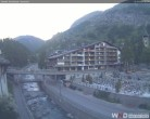 Archiv Foto Webcam Kirchbrücke und Hotel Allalin 05:00