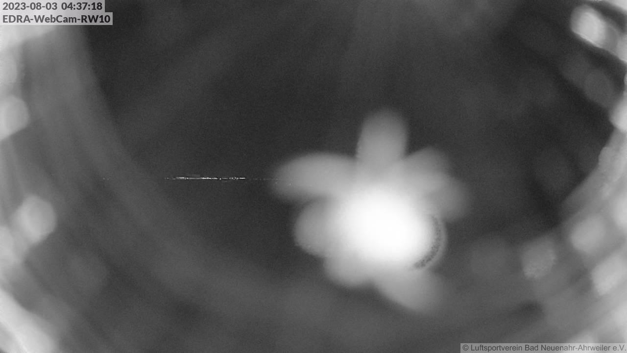 webcam blick auf die piste 10 des luftsportverein bad neuenahr ahrweiler ahrtal panorama. Black Bedroom Furniture Sets. Home Design Ideas