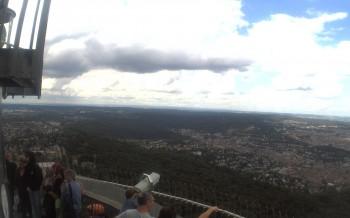 Fernsehturm in Stuttgart mit Blick über die Stadt