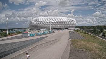 Esplanade vor der Münchner Allianz Arena